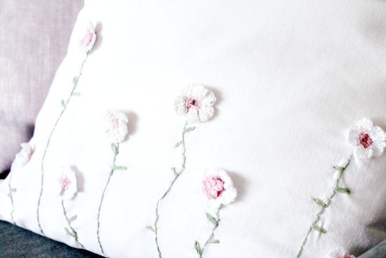Pretty DIY cushion covers, make your own cushion covers, spring cushion covers, Easter cushions, sewing custom cushions, couch cushions, toss cushions, cushion covers