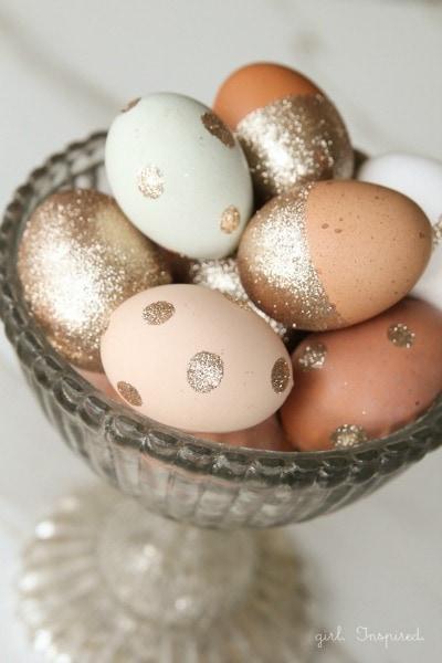http://thegirlinspired.com/glitter-easter-eggs/