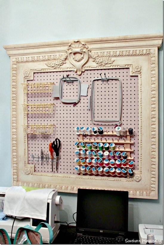 craft board organizing, craft room inspiration, craft peg board, diy craft room pegboard, Craft room, DIY Craft rooms, DIY craft websites, DIY Home Decor, Organization, Craft Organization,