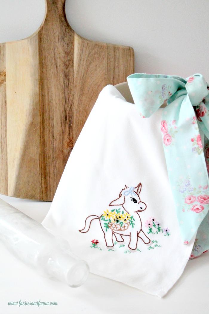 Large and pretty Farmhouse style DIY tea towel apron
