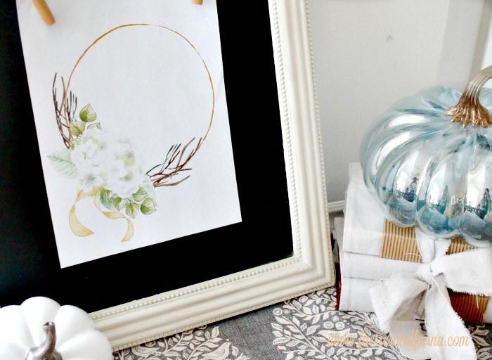 A free white hydrangea printable wreath on a pretty chalkboard for fall.