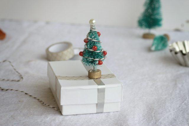 Christmas Tree Embellishment for Christmas wrapping idea.