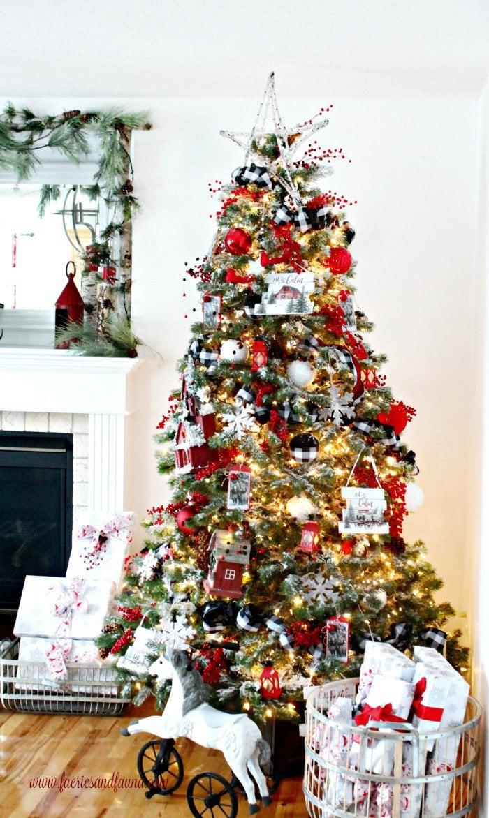 Buffalo Check Christmas Tree Decor.A Rustic Christmas Tree Featuring Buffalo Check